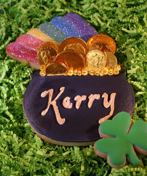Pot of Gold St Patricks Day Decorated Cookie