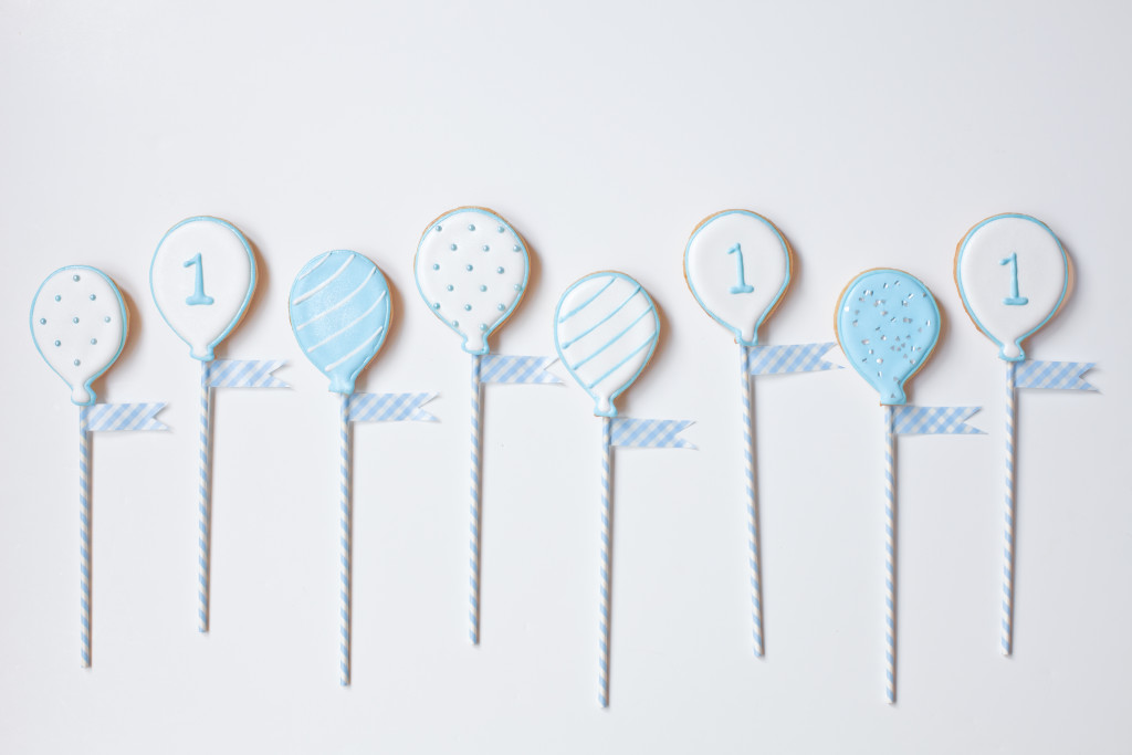 white balloon baby birthday cookies-166