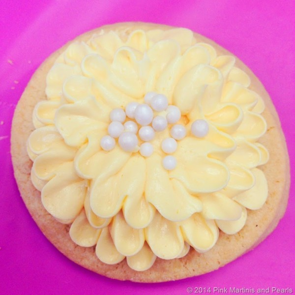 Wilton Sweet Up decorated zinnia flower cookie