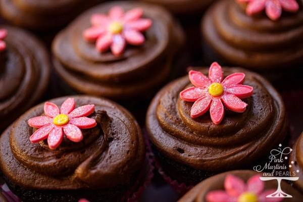 Fondant Daisies Chocolate Cupcakes800