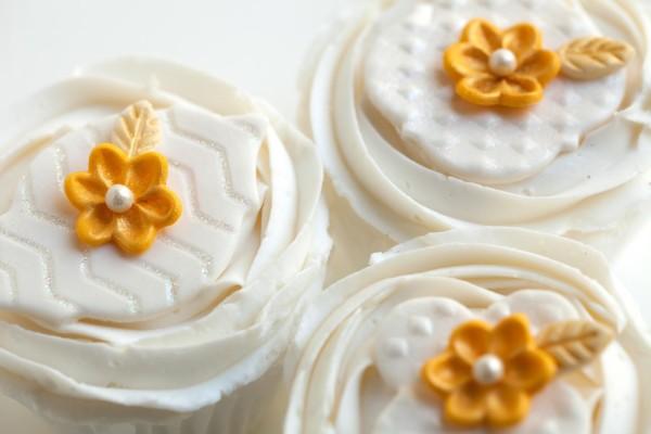 Wilton Fondant Flowers Cupcakes
