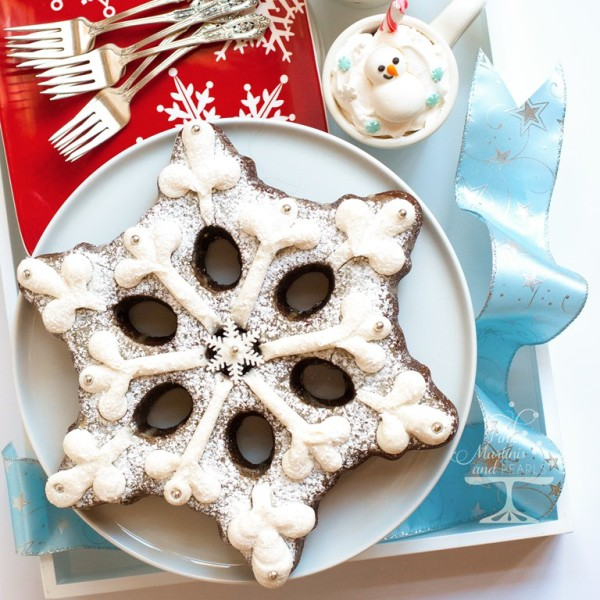 decorated snowflake cake