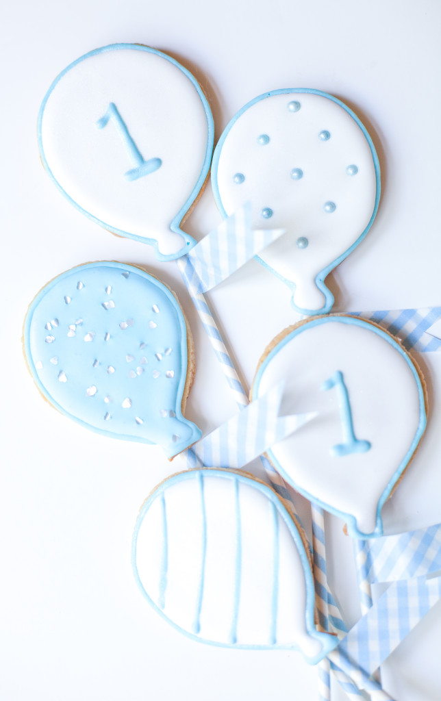 white balloon baby birthday cookies-169
