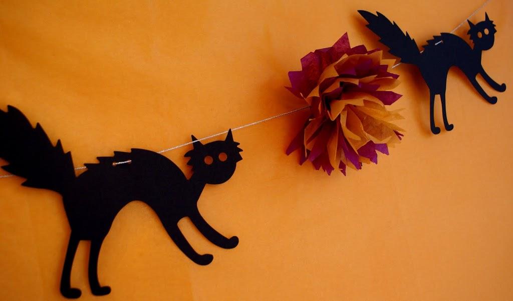 Hissy fit halloween garland for Halloween girlande