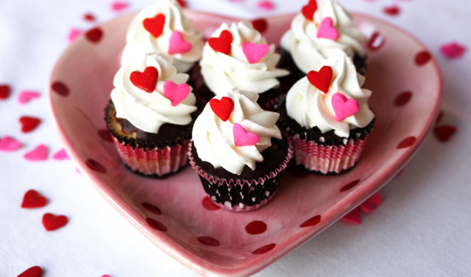 Mini Boston Cream Valentine's Day Cupcakes!